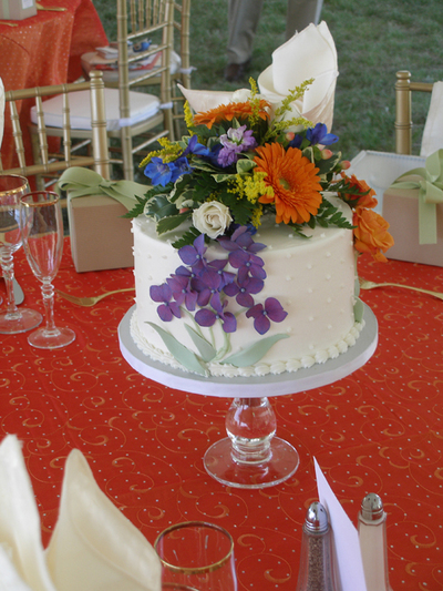 Stupendous Cake With Floral Topper Platinum Weddings And Events Home Interior And Landscaping Ologienasavecom